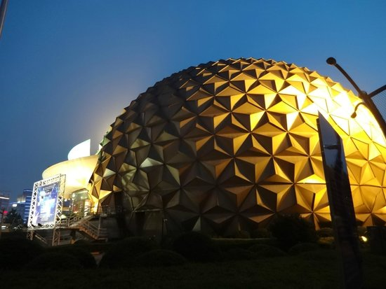Shanghai Circus World: 劇場外観です