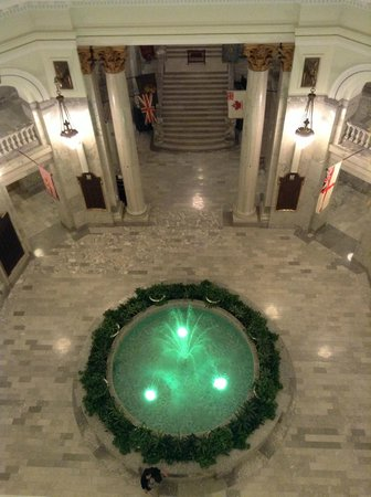 Alberta Legislature Building: the fountain