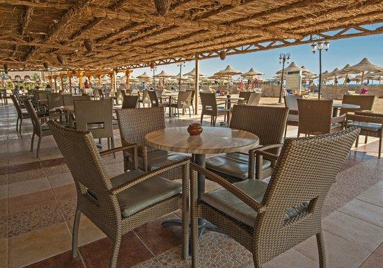 Sunrise Select Garden Beach Resort & Spa: Beach Bar