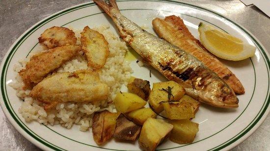 Trattoria alla Costa: Il piatto del lago: riso e pesce persico del NOSTRO LAGO, agone e filetto di lavarello, patate a