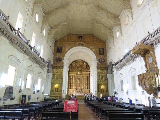 Basilica of Bom Jesus: Altar