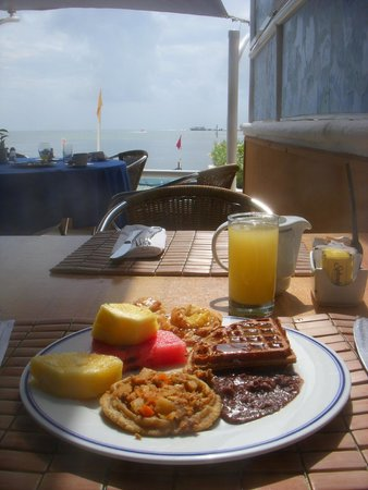 Occidental Costa Cancun: Breakfast: lots of fresh fruit and Mexican basics
