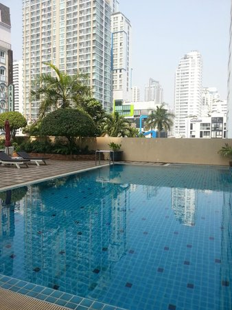 Grand President Bangkok : The pool in tower 1
