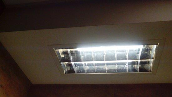 NH Sevilla Viapol : Luz del baño