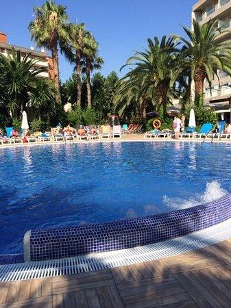 H10 Vintage Salou: poolside