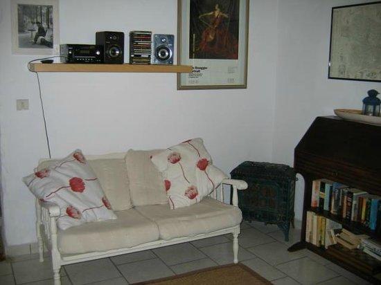 Maison Arc-en-ciel : Cottage Sitting area