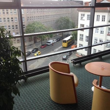 Ibis Berlin City West: IBIS HOTEL BERLIN CITY WEST (Durchblick -2-)