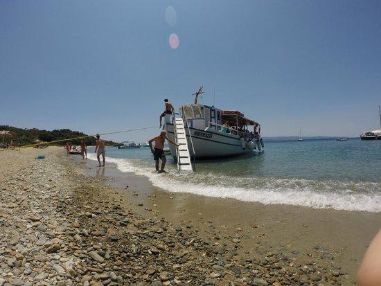 Eleni Boat Tours: the boat at Tsougria