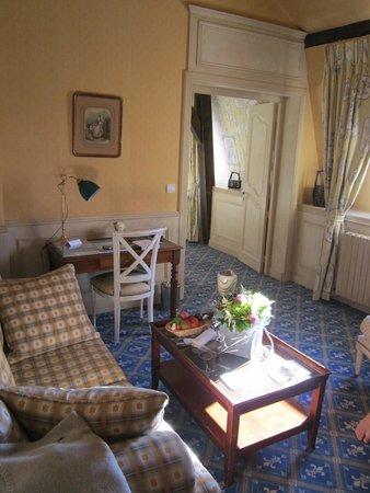 Chateau De Courcelles : Living room side of Junior Suite