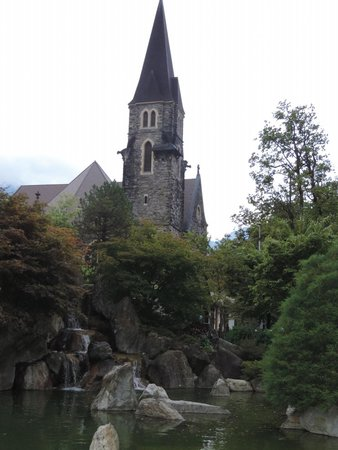 Hotel Interlaken: church nearby