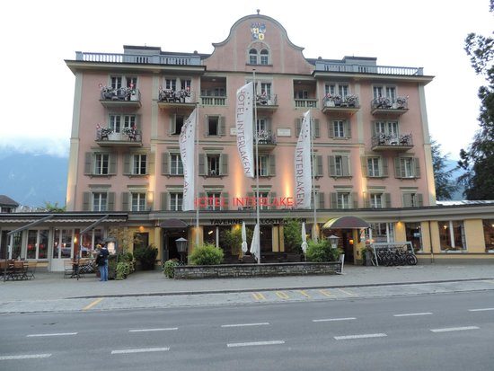 Hotel Interlaken : front view of the hotel