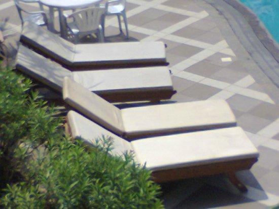 The Golden Crown Hotel & Spa Colva : beds
