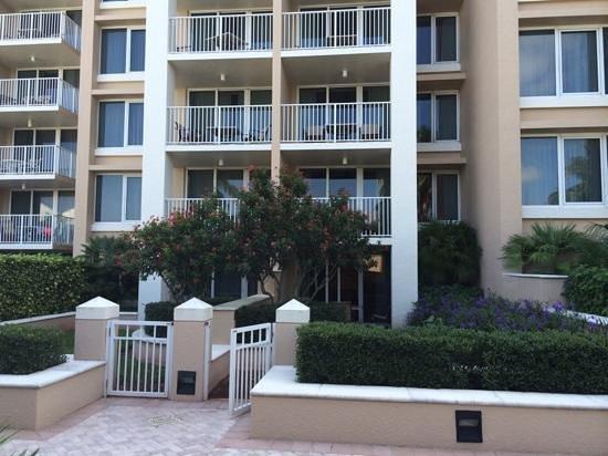 Marco Beach Ocean Resort: Garden rooms (level5) at Marco Ocean Beach Resort