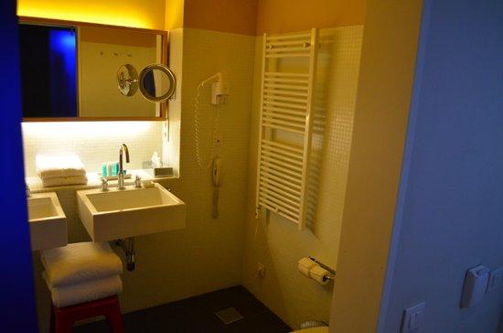 Iberostar Las Letras Gran Vía: Bathroom