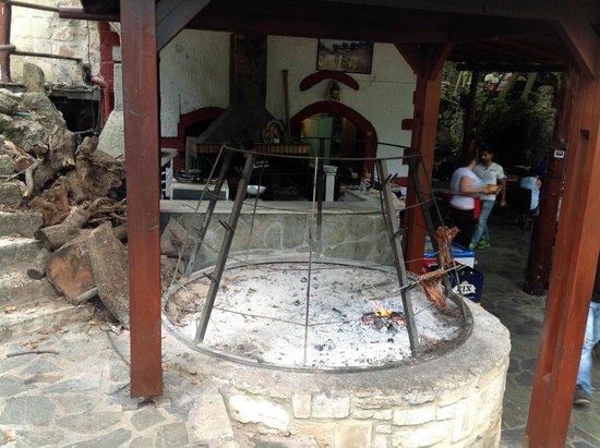Piges Argiroupolis: Фото жаровни для рыбы