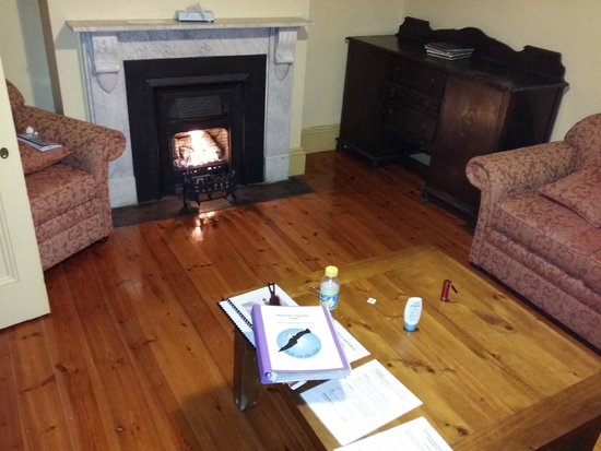 Cape du Couedic Lighthouse Keepers Heritage Accommodation : Reading/Games room with a gas fired fireplace