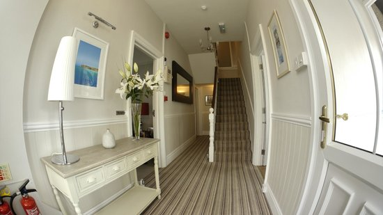 Camelot Guest House: Entrance Hall and Stairs