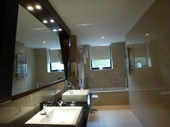 Ashling Hotel : XL bathroom