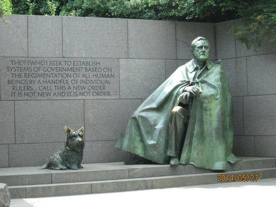 Franklin Delano Roosevelt Memorial : FDR and Fala
