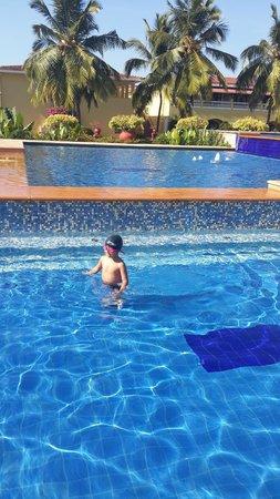 The LaLiT Golf & Spa Resort Goa: Decent pool area
