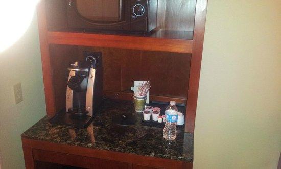 Hilton Garden Inn Joplin: Keurig coffee maker