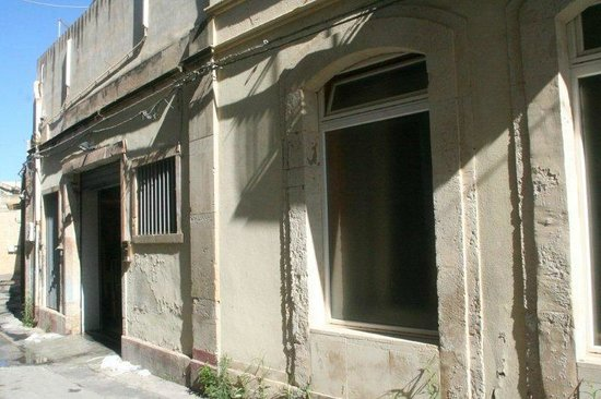 Hotel dei Coloniali: fenêtre aveugle chambre 101 vue de l'arrière de l'hôtel