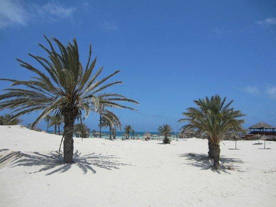 Djerba Golf Resort & Spa : Über die Düne zum Strand