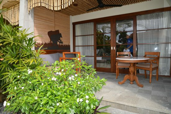 Alaya Resort Ubud: The outside porch area of our room