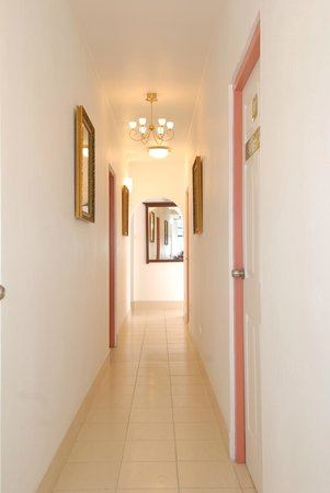 Deyna's City Inn : Hallway