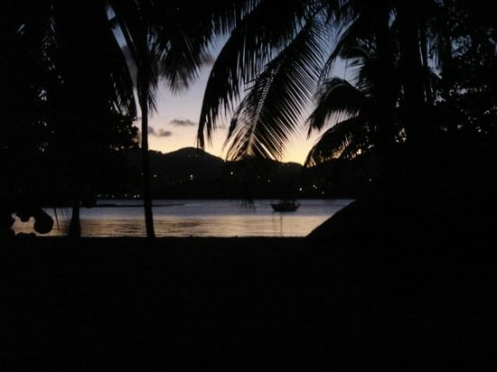 Surfsong Villa Resort: Sunset at the beach adjacent to our villa