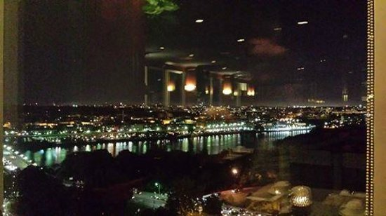 Holiday Inn Rosslyn @ Key Bridge: view from hotel restaurant at night (right side)