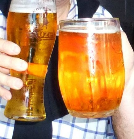 Blue Anchor: Vasos de cerveza