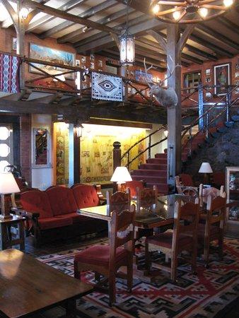 El Rancho Hotel & Motel : El Rancho's lobby