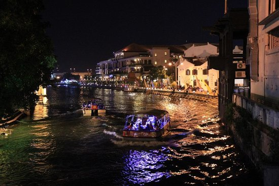 Jonker Boutique Hotel : Night cruise along Malacca river