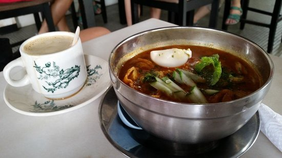 Jonker Boutique Hotel : Nonya Laksa & whote coffee at hotel cafe
