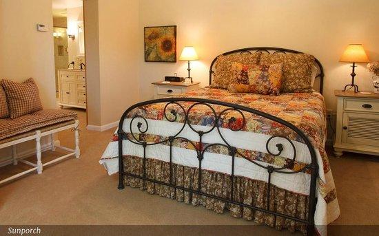 Sunflower Hill, A Luxury Inn : Sunporch bedroom