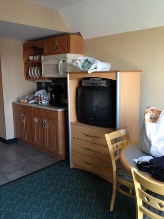 Wyndham Inn on the Harbor: One Bedroom Deluxe Kitchenette & entertainment center