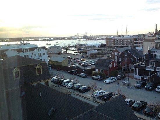 Wyndham Inn on the Harbor: View of Newport Harbor and adjacent wharfs