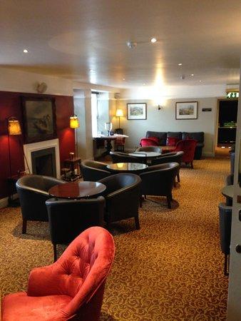 Walkers' Bar at Macdonald Swan Hotel: Cosy Lounge