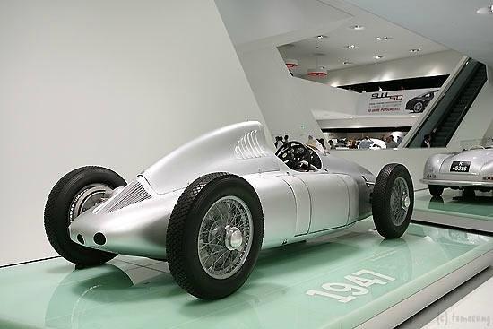 Porsche Museum : ポルシェ博物館
