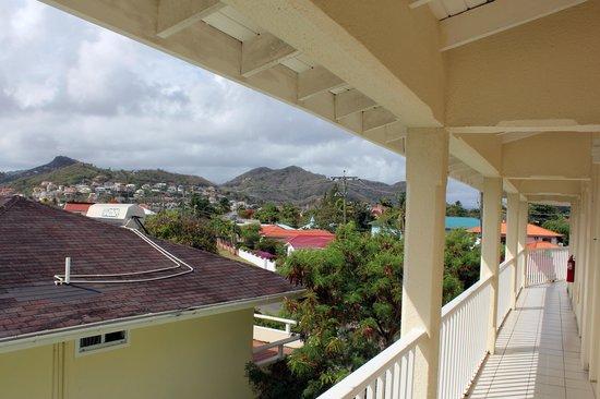 blu St Lucia : Walkway outside our room's front door on third floor