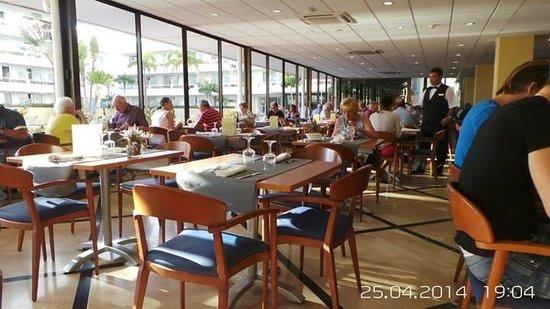 Catalonia Oro Negro: The dining room