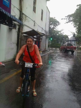 Paradesa Borneo: Riding in the rain can be fun..