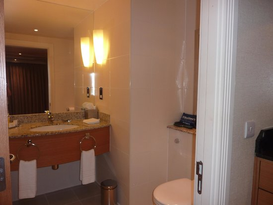 London Marriott Hotel West India Quay : Bathroom