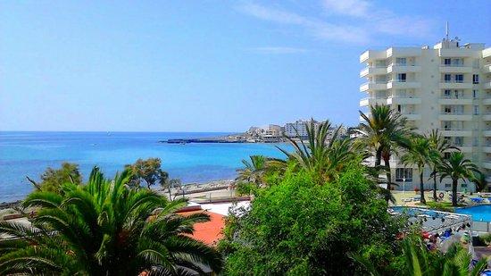 Hotel Palia Sa Coma Playa: vue de la chambre