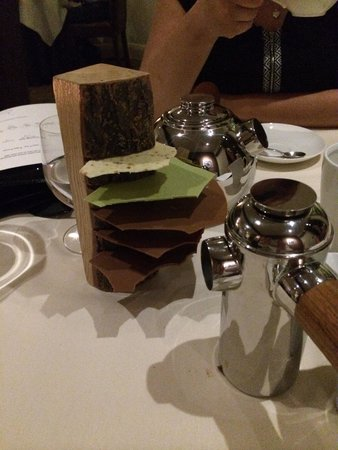 Restaurant Sat Bains: Tea, coffee and chocolate stuck in a log