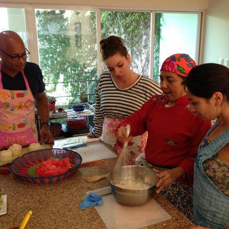 La Casa de los Sabores Cooking School: Learning from the expert.