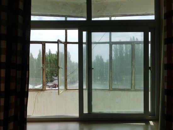 Dunhuang International Youth Hostel: 鍵のかからなかった窓
