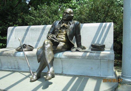 George Mason Memorial: the great man in repose