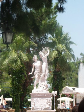 Letoonia Club & Hotel: Beautiful statues around the gardens